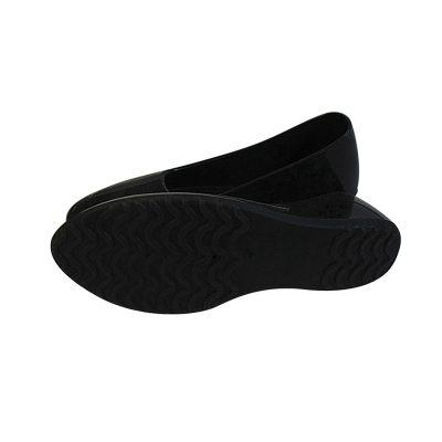 Женские галоши 39-40 размер, черный цвет, закрытые. Вид сбоку, удобная подошва.
