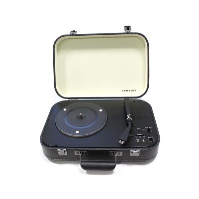 Виниловый проигрыватель COUPE имеет стильный корпус, выполнен в форме классического черного чемодана.