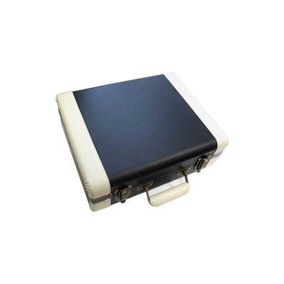 Виниловый проигрыватель EXECUTIVE имеет стильный корпус, выполнен в форме чемодана. Вид сверху.