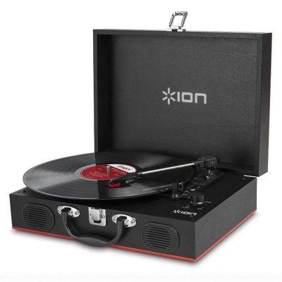 Виниловый проигрыватель ION Audio Vinyl Transport имеет стильный корпус, выполнен в форме чемодана.