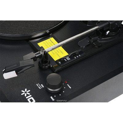 Виниловый проигрыватель ION Audio Vinyl Transport имеет стильный корпус, выполнен в форме чемодана. Вид внутри.