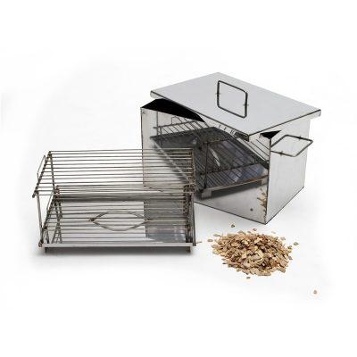 Коптильня сделана из нержавеющей стали. Для использования на даче или на природе. С решеткой в комплекте.