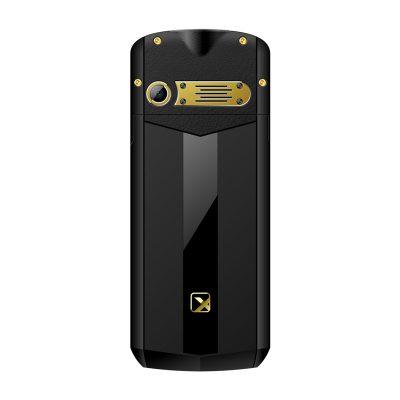Кнопочный мобильный телефон Texet TM-B307 в черном цвете с желтойй вставкой. Вид сзади.