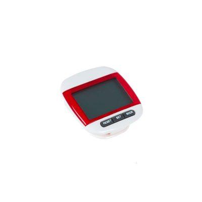 Шагомер Нордик Пейва красного цвета используется для измерения количества шагов.